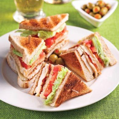 Club sandwich au poulet et prosciutto - Soupers de semaine - Recettes 5-15 - Recettes express 5/15 - Pratico Pratiques