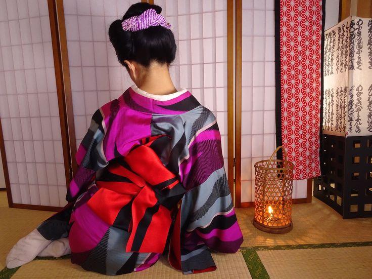 冬 二色染め矢絣銘仙 ポリ半幅帯で野締め方挟み 普段着でも華やかな帯結び。