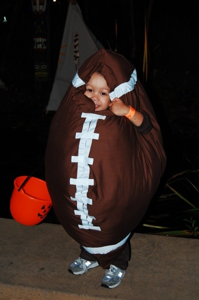 The BIGGEST Football Fan Costume | Costume Pop: Biggest Football, Costumes, Costume Ideas, Fans, Fall Halloween Thanksgiving, Costume Pop