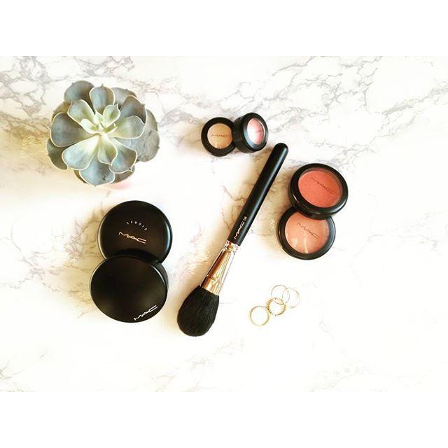 Daily MAC makeup 💄👑  @maccosmetics @maccosmeticsgreece  #mac #maccosmetics #macgreece #makeup #mymakeup #beautythings #beautyproducts #makeupproducts #makeupoftheday #beautyaddict #makeuplover #fashionblog #fashionista #stylish #trend #colours #blush #eyeshadow #foundation #studiofix #brush #summer #nofilter #tb #flatlay #girlboss #maquillage #instamakeup #blogger #zkstyle