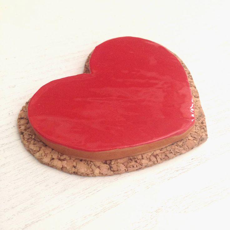 Heart shaped handmade trivet in ceramic with cork \ homewares \ tablewares di AtipicaCeramic su Etsy