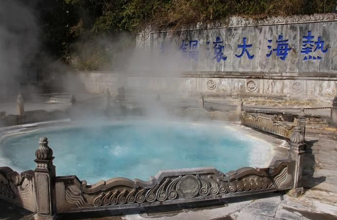Atami is the representative of Tengchong Hot Springs, is the oldest Tengchong Hot Springs Resort, also gathered the largest source of hot springs, the hot springs than the metropolitan closer to nature, and now continue to develop, the rides are also continuously enriched, hot springs everywhere Visible, each steaming steaming braved in the heat, the whole sea area like a fairyland in general, if to Tengchong play, do not miss here.