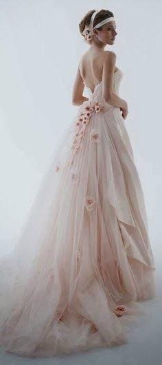 まるで桜の精…!軽やかドレス♡ 桜の時期のウェディングのアイデア。結婚式/ブライダルの参考に☆
