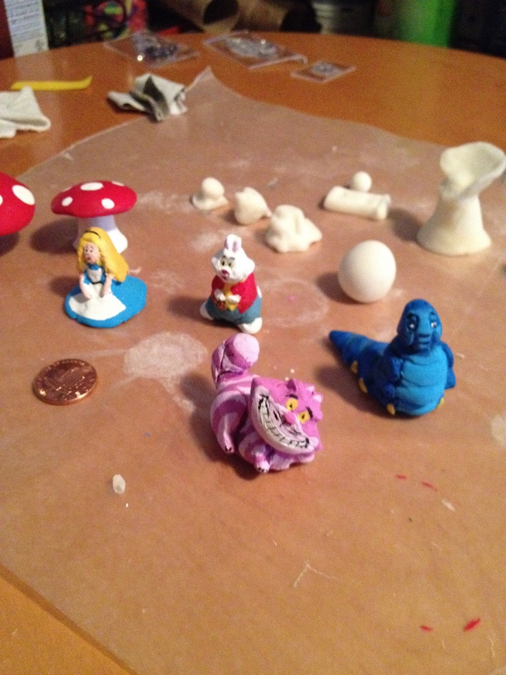 My little alice in wonderland figurines for my miniature garden made out of diy cold for Alice in wonderland fairy garden