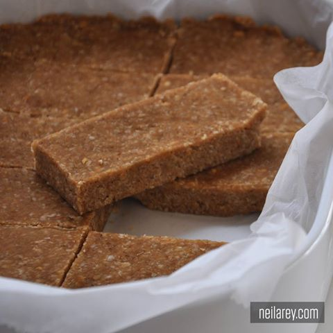 NO-BAKE BREAKFAST BAR! These no-bake bars are perfect for breakfast! High in protein & good fat that will fill kids up till lunch! http://darebee.com/recipes/breakfast-bars.html