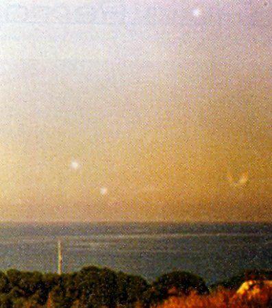 UFO A CARONIA: UN'ANALISI COMPLETA GLOBI DI LUCE http://www.extranormal.eu