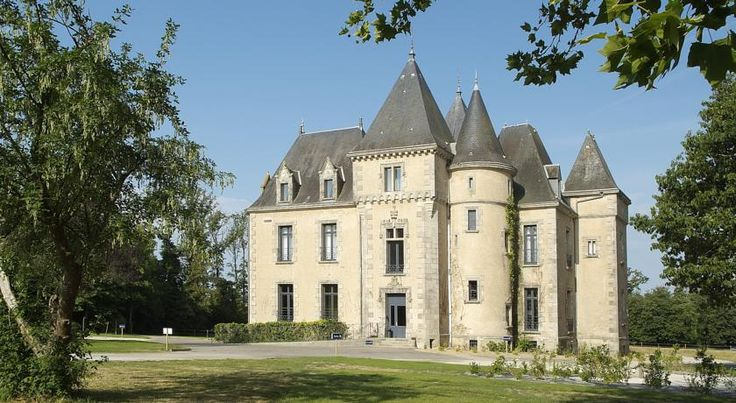 Domaine De Brandois Châteaux & Hôtels Collection La Mothe-Achard Domaine De Brandois Châteaux & Hôtels Collection is an estate with a 19th-century castle, a priory and an outhouse, sitting in the heart of wooded parkland.
