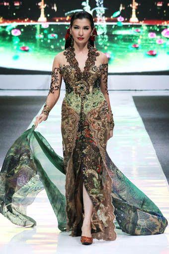 jakarta fashion week images   ... jakarta fashion week 2013 anne avantie jakarta fashion week 2013