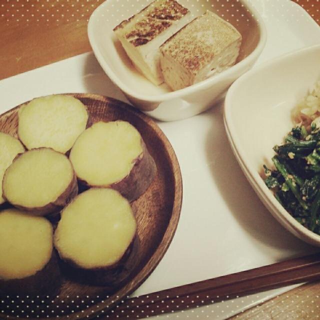 娘の夕飯www  ばぁちゃんのご飯みたい でもでも 紅はるかめためた美味しい 食物繊維も他の薩摩芋より、かなり多いらしです。  どおぞ召し上がれ - 80件のもぐもぐ - 紅はるかとほうれん草胡麻和え 切り干し大根  焼き豆腐の煮物(笑) by Kiyoko