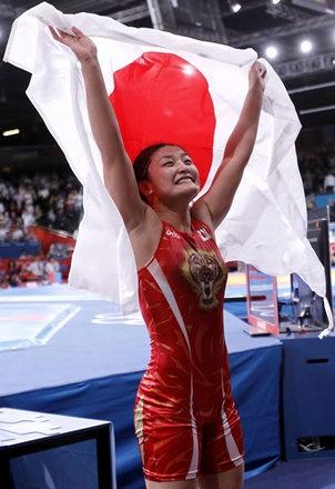 レスリング女子63キロ級で金メダルを獲得した伊調馨
