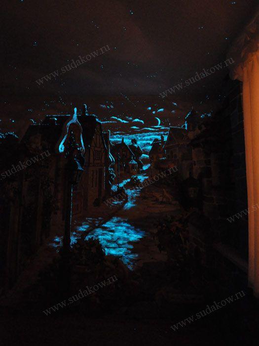 Роспись стен флуоресцентными светящимися в темноте красками