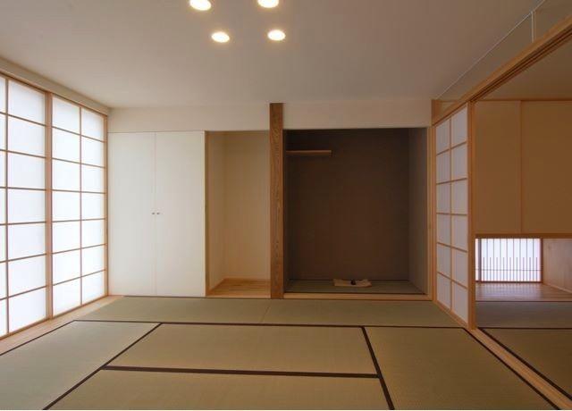 仏間・床の間を設けた和室(『伊左地の家』緑・光・風を感じる長期優良住宅)- その他事例