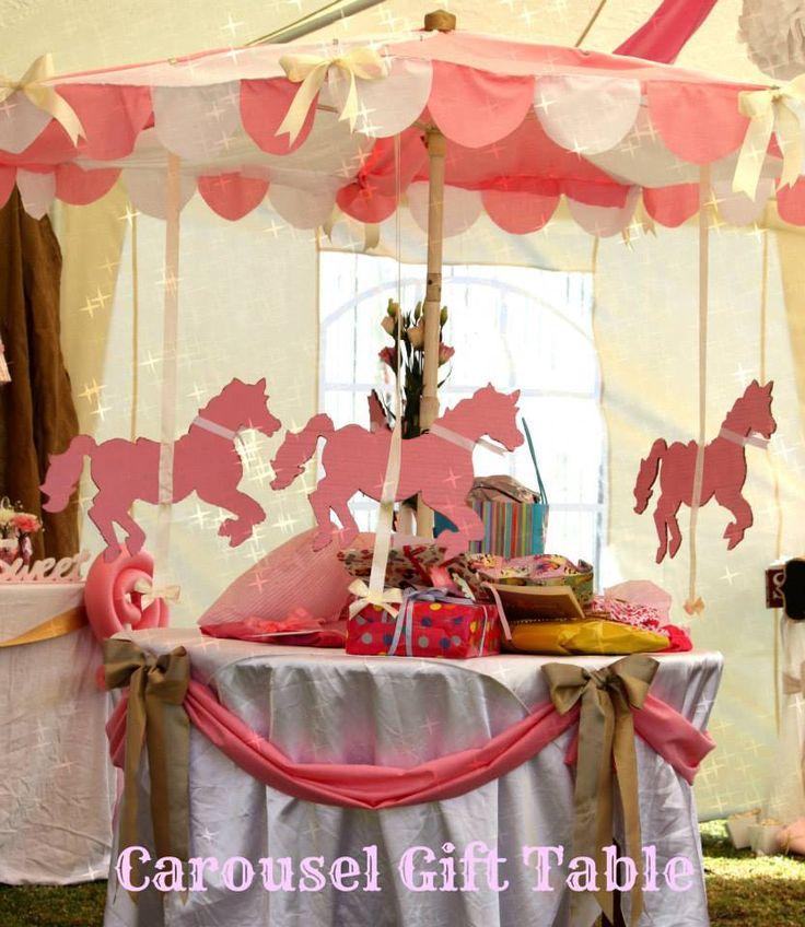"Gift ""Carousel"" Table"