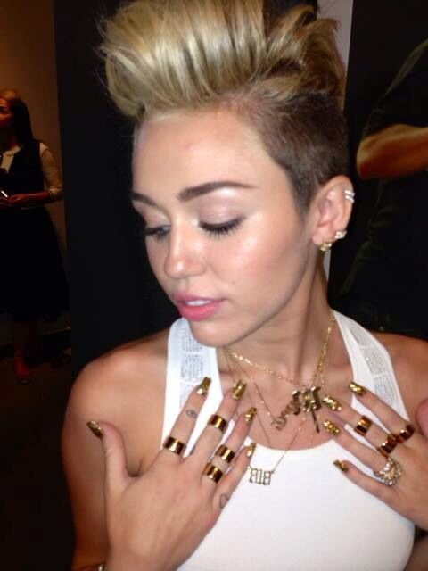Miley lindaaaa.