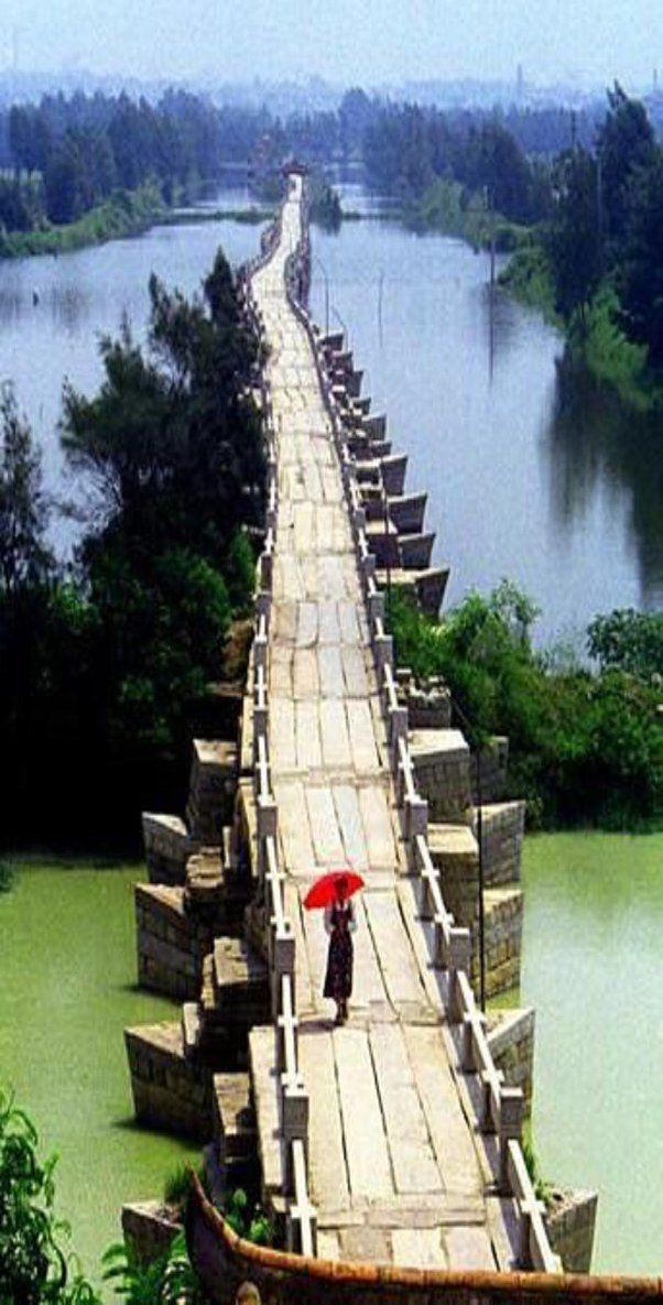 Puente de Anping, un puente de vigas de piedra dinastía Song en la provincia de Fujian de China, 1,29 millas de largo. Construido entre 1138 y 1151.