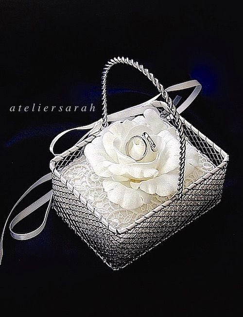 ateliersarah's ring pillow/silver wire basket with white rose