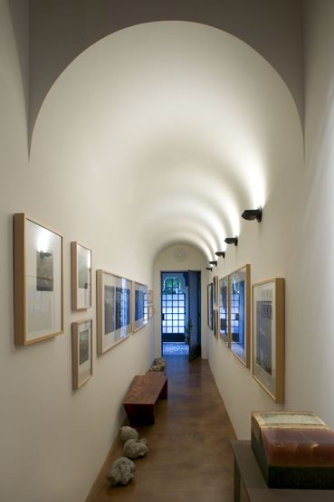 Indirect lighting for barrel vaulted gallery.  - Lighting Design by Trish Odenthal, Barry A. Berkus Architect