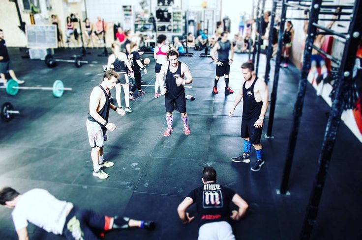 """2K17.08.11 -skill- ring muscle up every 90"""" x 10 sets odd: 5/8 ring swings even: 10"""" ring dip hold (bottom)  5/8 strict ring dip --------------- -wod- benchmark day """"NATE"""" AMRAP 20' 2 ring muscle up 4 HSPU 8 American KBS @ 32/24  #crossfit #workoutoftheday #wod #heroes #wodhero #mutinacrossfit #mutina #muscleup #hspu #swing #sivededalì #cfdm"""