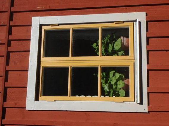 Traditionell målning av fönster och foder