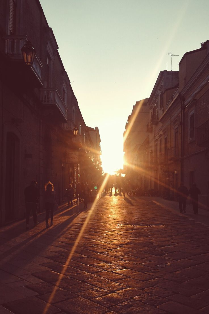 Oro... (ph. Berenice Di Matto) #sunset #gold #street #life #sun #light