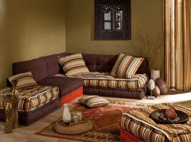 un jour dans une grande maison, faire un salon oriental avec plein plein de coussins partout. salon Becquet