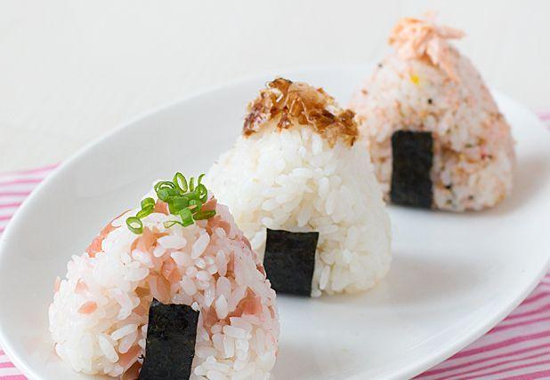 Przepis na onigiri – japońskie kulki ryżowe.