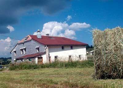 Ancienne ferme avec Chambres d'hôtes à vendre à Lajoux dans le Jura