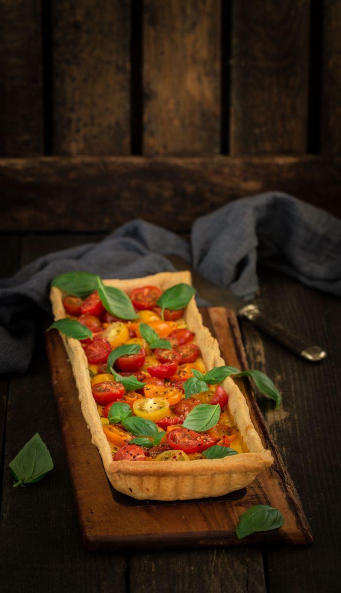 Пирог с козьим сыром , помидорами черри и базиликом 390 гр муки 1/2 ч л соли 250 гр охлажденного несоленого масла, порезанного на кубики 60 мл ледяной воды Для начинки: 300 гр мягкого козьег…