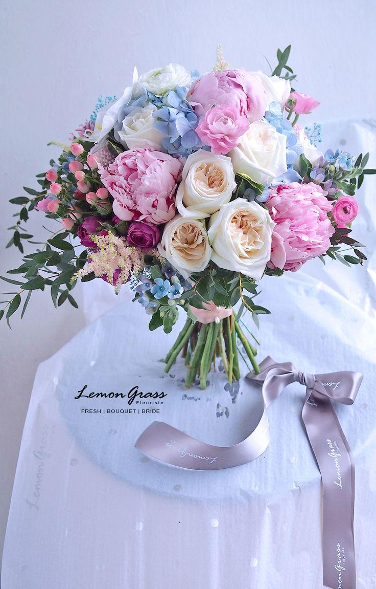 2053 best images on pinterest bridal bouquets follow us signaturebride on twitter and on facebook at signature bride magazine hand bouquetgarden izmirmasajfo