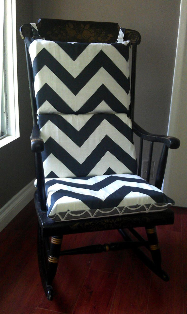 I was gifted an old rocking chair today and this cushion idea is perfect. - Best 25+ Rocking Chair Cushions Ideas On Pinterest Painted