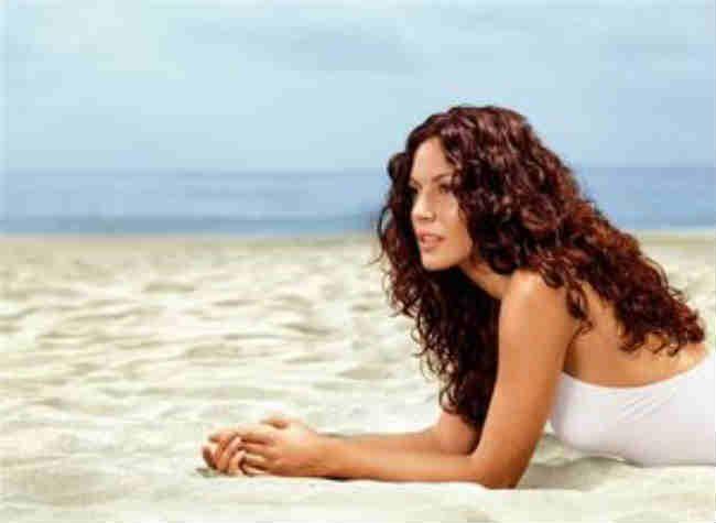 Как защитить волосы от солнца и морской воды