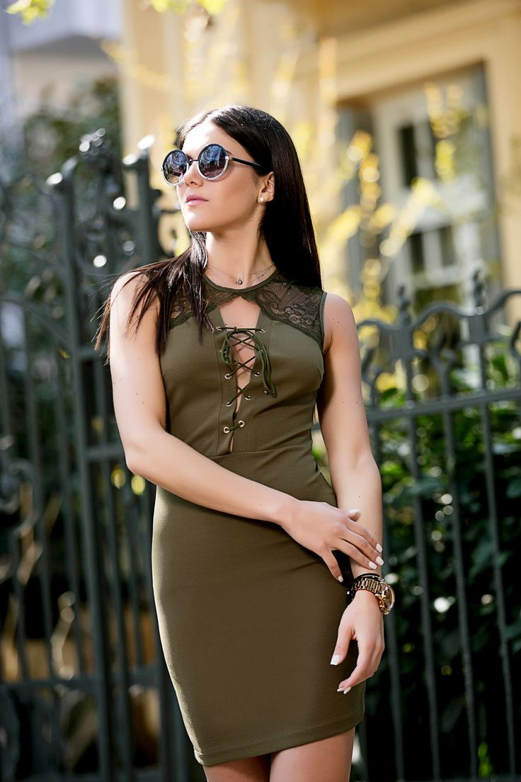 Sleeveless shift dress with round neck. Open neckline with crossover cord fastening. Gold details on the front fastening. Front and back lace. Back gold zip closure. 96.5% Polyester. 3.5% Elastane.  https://www.modaboom.com/forema-me-kordonia-mprosta-chaki.html
