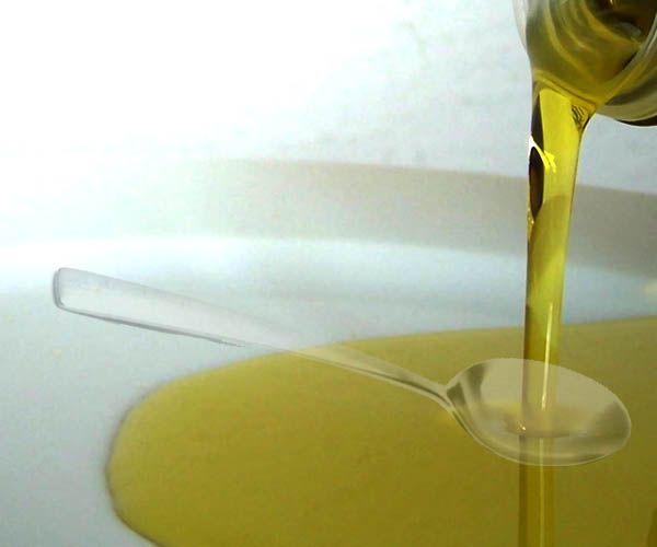 Ssanie oleju to stara praktyka znana medycynie ajurwedyjskiej. Jest remedium na wiele schorzeń, usuwa kamień nazębny oraz wybiela zęby.  #ssanieoleju #rytmynatury #olej #białezęby #pięknezęby