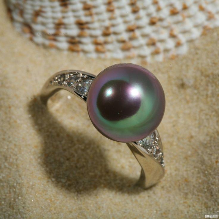 Серебряное кольцо с жемчугом цвета grey и цирконами. Большой выбор товаров. В салоне MAJORICA Вы найдете товары высочайшего качества. Мы предоставляем хорошие скидки для новых и постоянных клиентов.<br />
