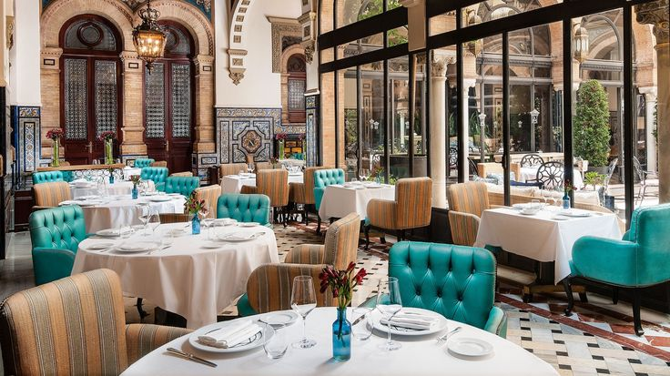 Brunch or merienda at San Fernando Restaurant, located in the heart of the Hotel Alfonso XIII Seville