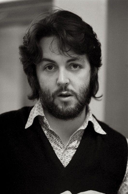 Paul McCartney - Him and Jim Sturgess do look alike and I love it teehee!