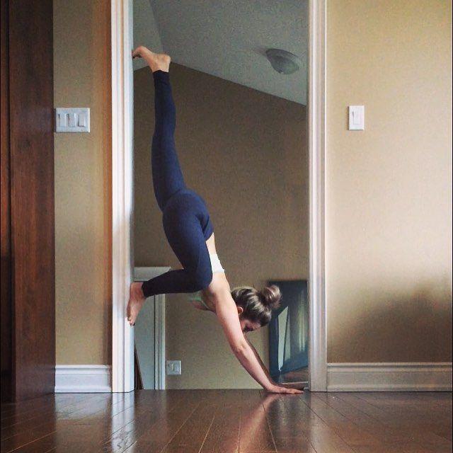Pin for Later: Oubliez Votre Tapis et Essayez ces Poses de Yoga Contre Votre Mur