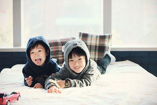 brothers friendship photo by. wooubi studio 감성적인 형제 우정 사진 _우유비 스튜디오