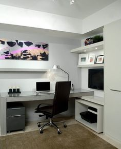 Modern Home Office in Florida with unassuming simplicity
