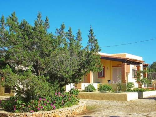 Ca Sa Vilda  Ca Sa Vilda é un Appartamento di Cala Saona composto da 7 stanze E' situato in Polígon de la Marina 07870. Dista 0,5 km da Serra Mayans, 0,6 km da Hostal Voramar Es, 3,8 km da Formentera 4. Nomadas, 18,5 km da Palladium Palace Ibiza Resort, 18,7 km da Club Palm Beach e altri luoghi di interesse di Cala Saona.  Dista 18,8 km dall' aeroporto di Ibiza, 143,8 km dall' aeroporto di Son Sant Joan, 188 km dall' aeroporto di Valencia. Prenota oggi stesso una stanza a Appartamen..