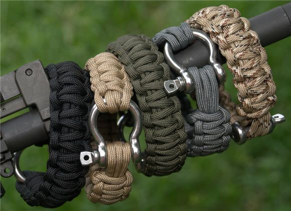 Survival bracelets put 26 inches of military grade for Cool things to do with paracord