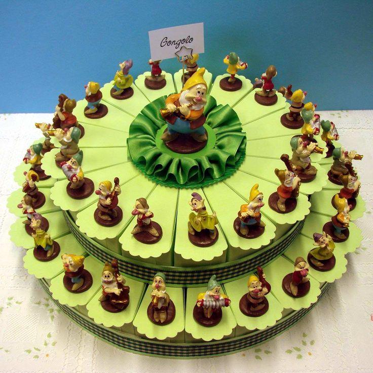Italian Favor Cake with Disney Seven Dwarfs, 42 boxes http://www.tortebomboniere.com/bomboniere/walt-disney-favor-cake.html
