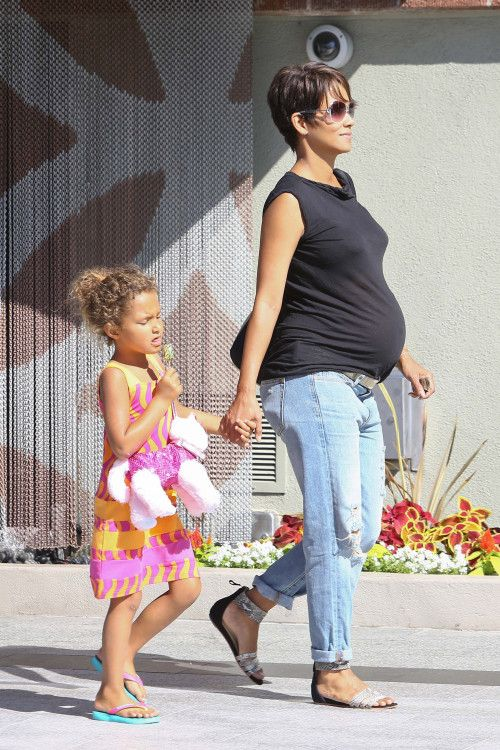 Halle Berry & Nahla: Retail Therapy