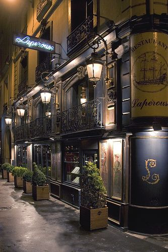 Paris / historic cafe / Left Bank / architecture / night / lanterns / Restaurant Laperouse, Paris