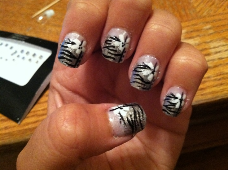 Winter Formal nails<3  Done on fake nails, they're cracked at the bottom :\