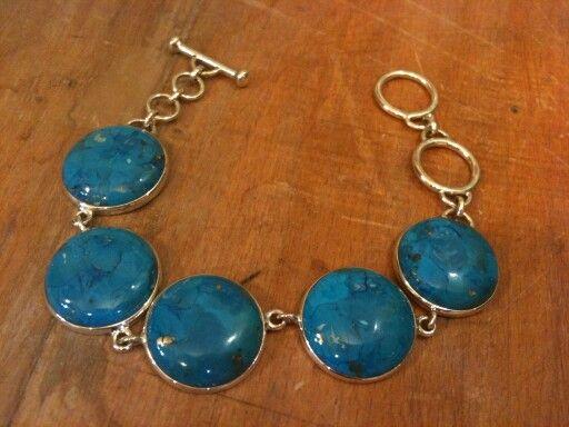 Arizona Firuzesi bilekliğimiz. . A kalite Firuze taşı ve 925 ayar Gümüş kullanılmıştır  #bileklik #bracelet #gumus #gümüş #gumustaki #gümüştakı #taki #takı #takitasarim #takıtasarım #silver #firuze #turquoise #arizonaturquoise #gem #gemstone