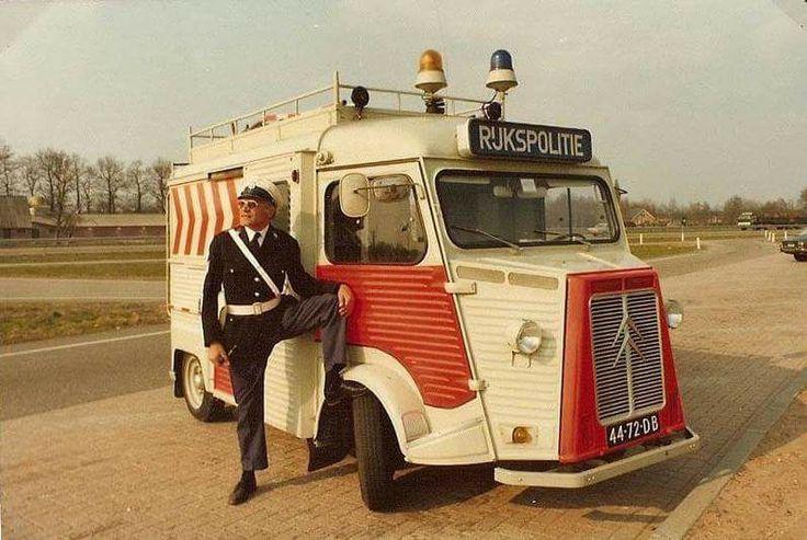 Rijkspolitie district Apeldoorn/Harderwijk met een Citroën HY. (De patatbus) Niet mijn foto, maker onbekend, via Facebook.