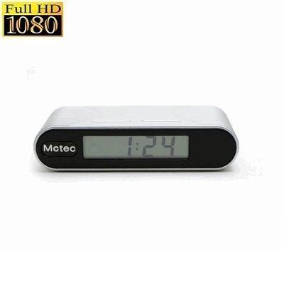 Alarm Klok Spy Camera 1080P HD  Deze alarm klok 1080PHD met verborgen spy camera is een product van hoge kwaliteit. De camera is geheel onopvallend weggewerkt in de alarm klok. De alarm klok heeft een ingebouwde bewegingssensor voor bewegingsdetectie. De interne batterij is oplaadbaar en kan 150 minuten continue opnemen. Tevens is het mogelijk om de alarm klok direct aan te sluiten op het netstroom met de meegeleverde adapter. In deze geval kunt u langdurig opnemen.Deze alarm klok camera…