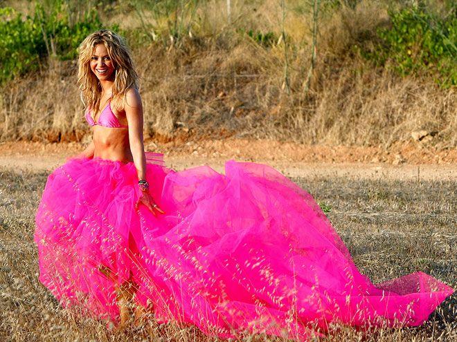 Shakira wedding dress song piano