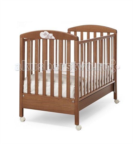 Детская кроватка Erbesi Dormiglione  Детская кроватка Erbesi Dormiglione украшена красивым декором мишка спит на подушке.  Современный и оригинальный дизайн детской кроватки Dormiglione сделает детскую прекрасным местом для отдыха и игры ребёнка.  Когда ребенок подрастёт, одну из боковин можно снять, и кроватка превращается в диванчик.  Особенности: Оснащена выдвижным нижним ящиком для белья или спальных принадлежностей Съемные колеса со стопором Боковые спинки регулируются на 20-25 см…